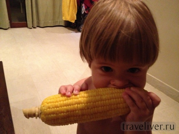 девочка с кукурузой