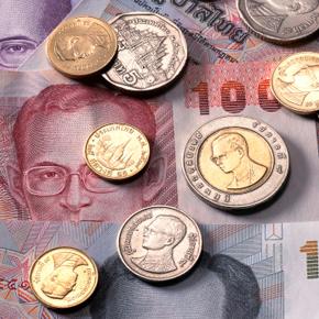 Где и как выгодно снимать деньги с пластиковых карт?